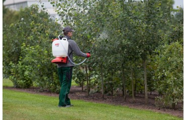 Inexpensive. Practical. Unique. Sophisticated. The new SOLO NOVA 424 backpack sprayer!